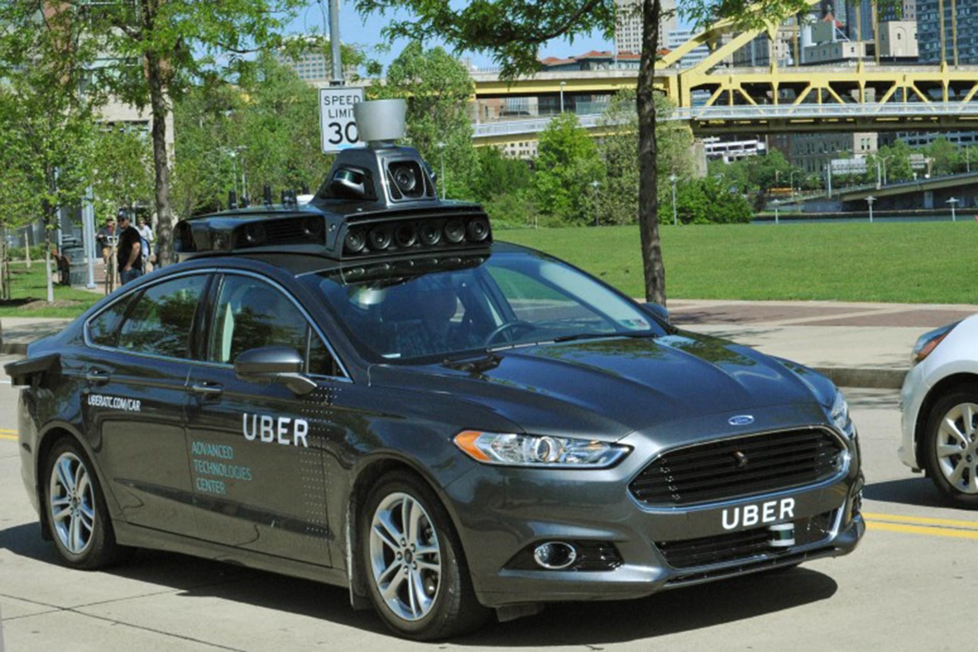 Uber testuje samojeżdżący autonomiczny samochód