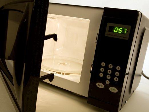 Czy jest możliwe naładowanie komórki w kuchence mikrofalowej?